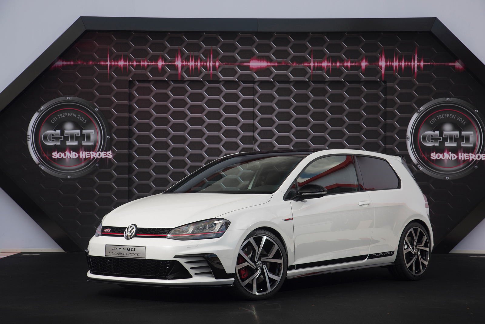 steroidal vw golf tcr racer officially joins the gti family carscoops. Black Bedroom Furniture Sets. Home Design Ideas