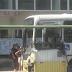 Caminhão avança sinal vermelho e colide com ônibus na Bernardo Vieira