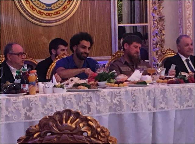 رئيس الشيشان يهدي حق المواطنة لمحمد صلاح..تفاصيل
