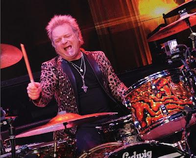 Joey Kramer de Aerosmith sufre accidente que lo obliga a ausentarse.