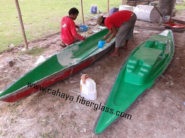 perahu kayak fiberglass