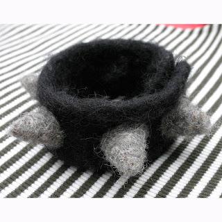 Bracelet pour rockeur au coeur tendre - laine feutrée (35$)