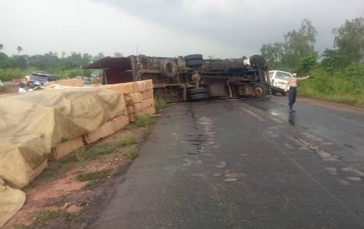 Robbers strike again on Lagos-Ibadan Expressway; many Flee and Injured, leaving their vehicles