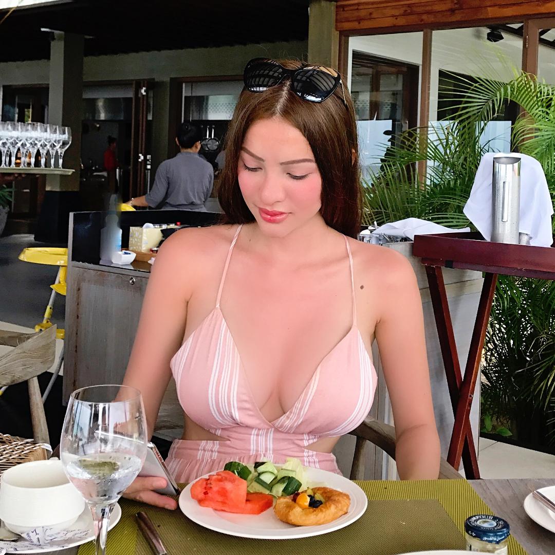 sunshine guimary sexy cleavage pics 04