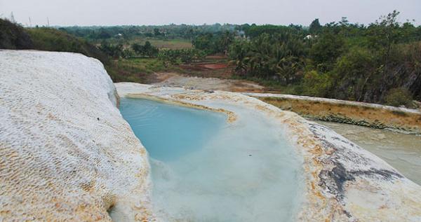 wisata alam bogor Air Panas Tirta Sanita Ciseeng