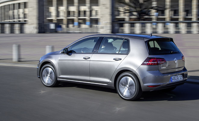 VW e-Golf driving