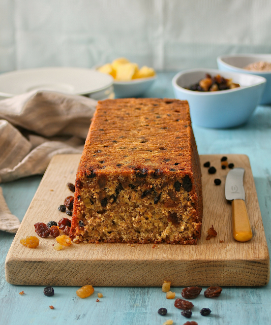 Wholewheat loaf cake with dried fruit.