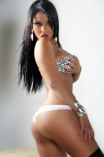 Rosa Martinez lo muestra todo..!!!