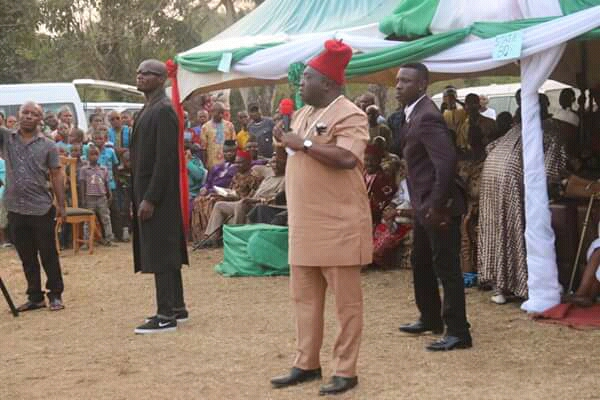 @GovernorIkpeazu commissions Ama-ano Mgboko electricity project