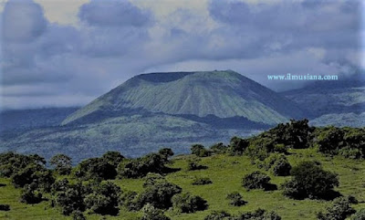 gunung sanggar tertinggi di Indonesia