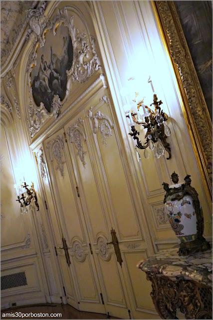 Puertas de la Salón de Baile de la Mansión The Elms en Newport