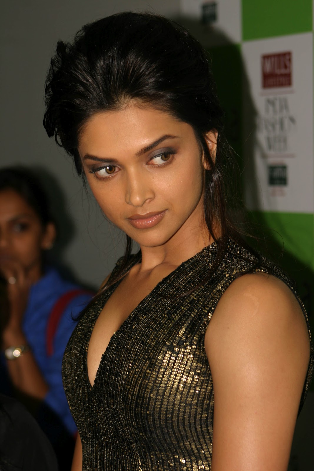 Deepika Padukone In Hot Photos Deepika Padukone In Hot Photos-5383