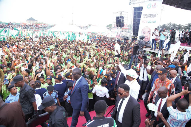 2019 POLLS: Tumultuous Crowd witnessed Udom?s Flag Off, Shut Down Uyo
