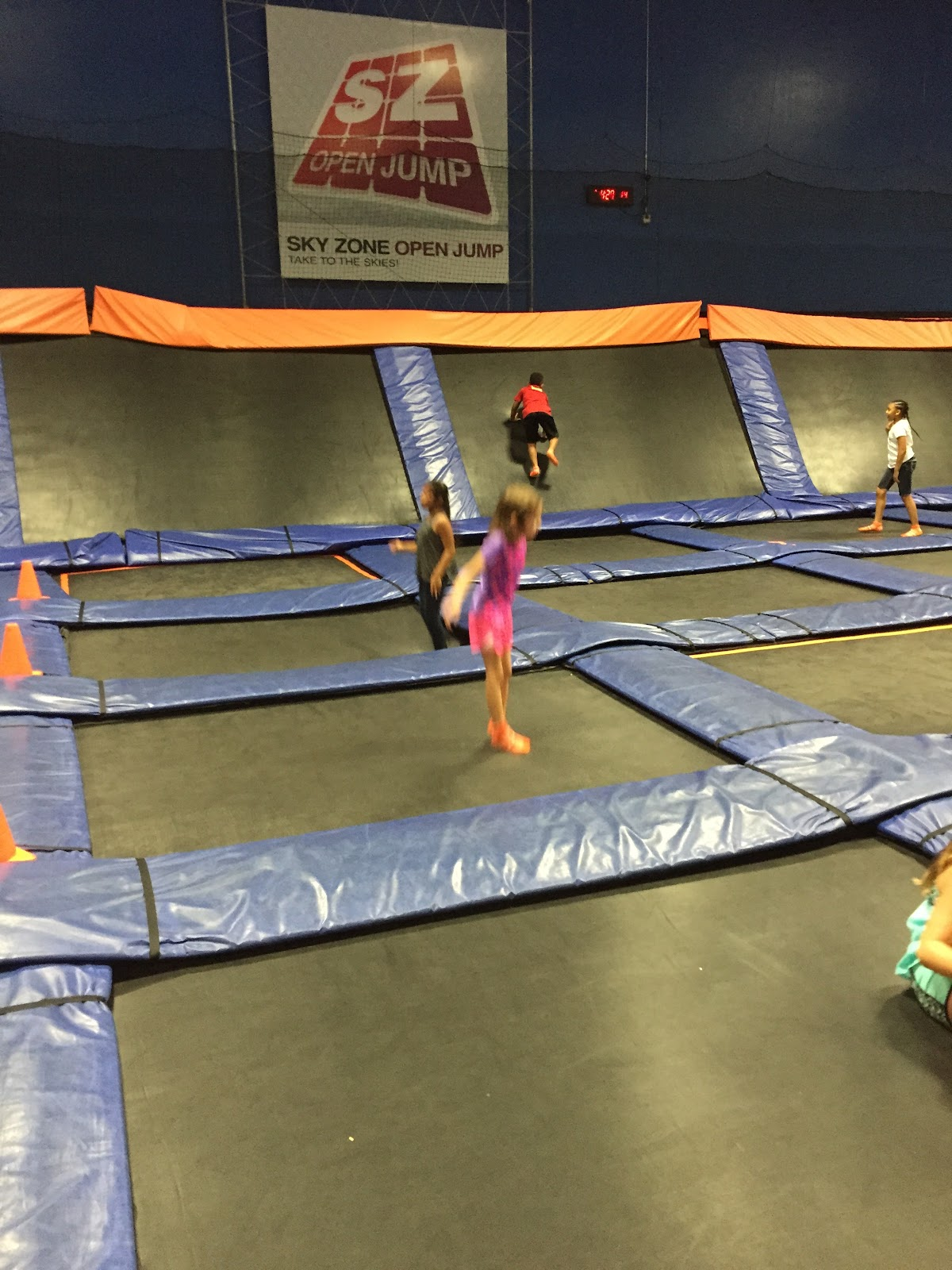 Houston birthday party trampoline park sky zone