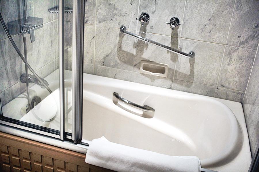 bathtub hotel