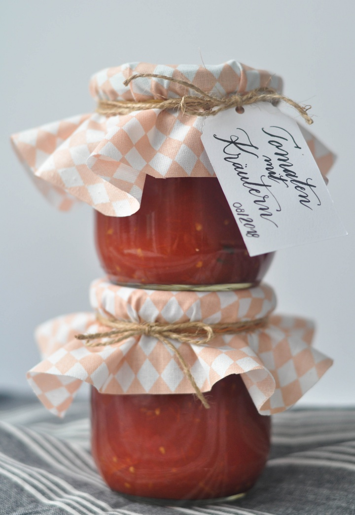 easy to follow guide how to preserve your own tomatoe sauce