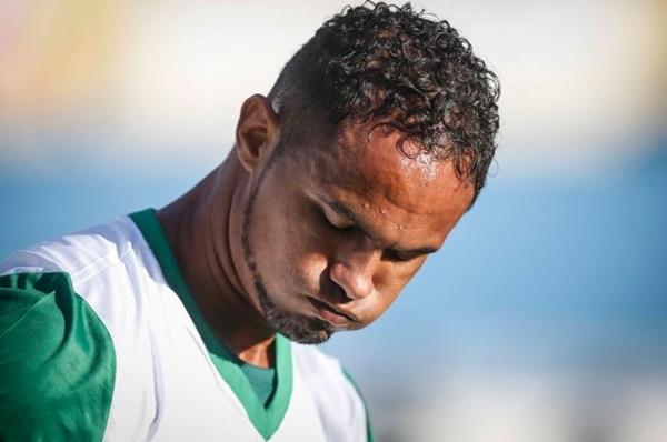 Após 'falha grave', ex-goleiro Bruno volta para presídio de segurança máxima