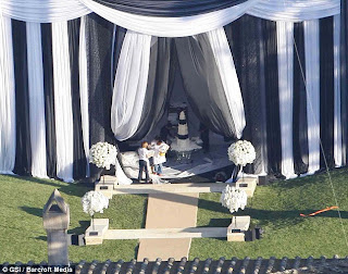 Few PicTures Of Kim Kardashians Wedding! 2