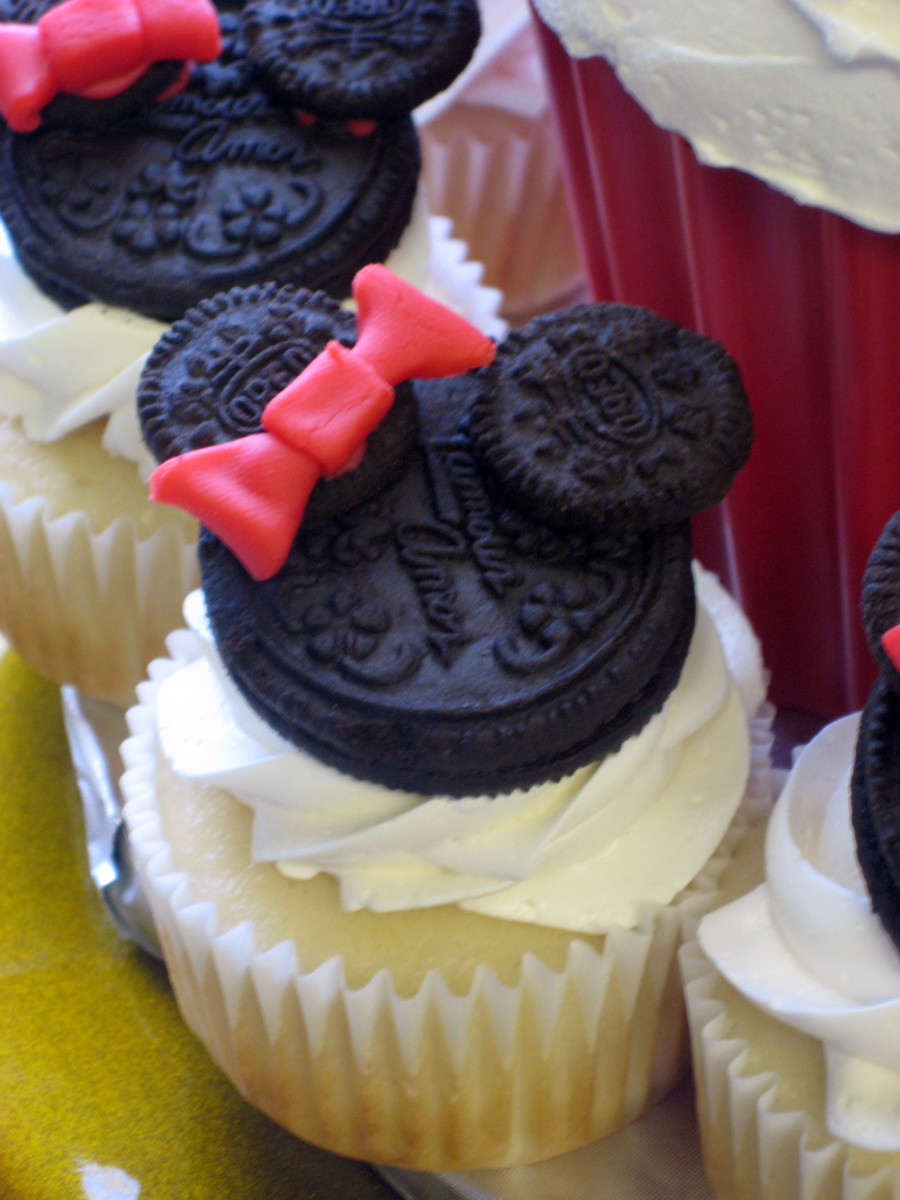 Tastefully Done Cakes Cupcakes 1 00 2 00 Each