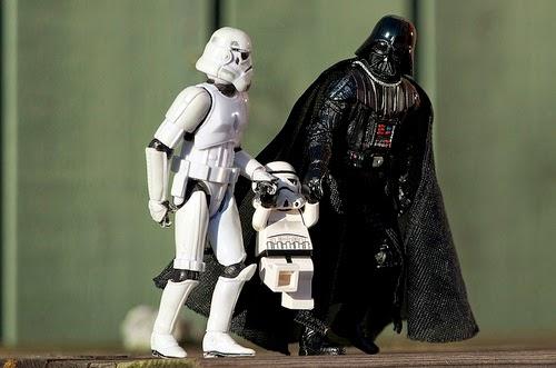 Darth Vader y StromTropper cargado a un hijo