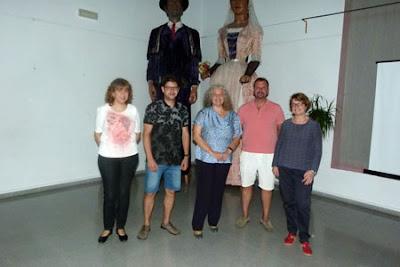 Esguard de Dona -D'esquerra a dreta:Núria Jané (responsable de l'Arxiu Municipal de Cubelles, Raül Mudarra, regidor d'hisenda, tursime, comerç i fires de Cubelles, Dolors Garcia  membre de la Secció d'Art de l'IEP, Àngels Travé, vicepresidenta de l'IEP