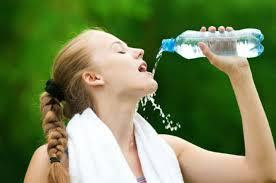 nước giúp ngăn rụng tóc