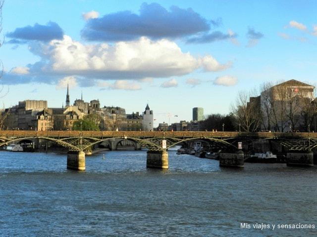 Vistas del Pont des Arts desde el Pont du Carroussel, París