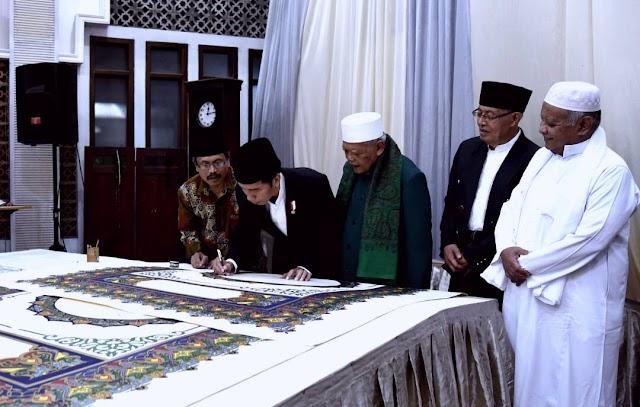 Presiden Awali Penulisan Al-Quran Raksasa di Ponpes Al Asy'ariyyah Wonosobo