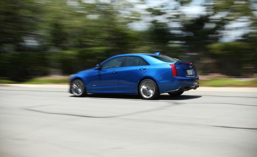 Cadillac ATS-V 2016 được cấu tạo cực chắc chắn để hoạt động tốt nhất trên đường đua