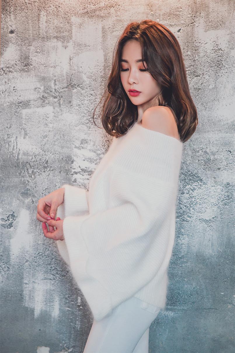 Cute Chinese Maid Cosplay: Korean Girl