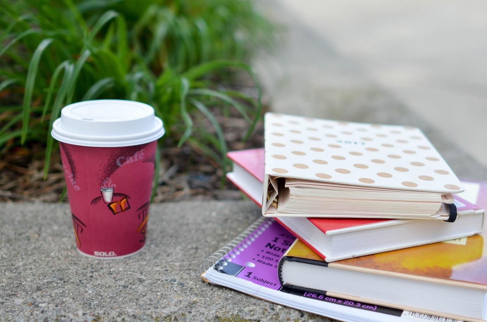 Bu Bir Kitap Degil / Birak Daginik Kalsin / Hayatini Ciz / Nasil Mutlu Olunur (En Azindan Nasil Daha Az Uzgun Olunur) - Yaratici Bir Calisma Kitabi / Start Where You Are - Kisisel Kesif Icin Bir Gunluk  (Kitap)