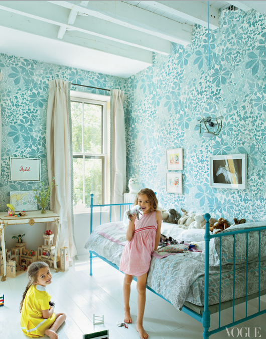 Kids Room Wallpaper Designs: Dreams And Wishes: Vintage Floral Wallpapers In Kid's Rooms
