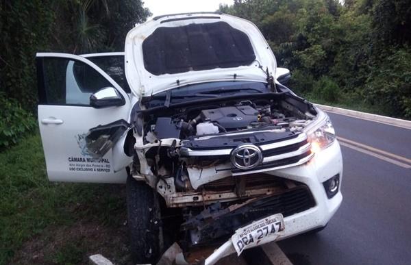 Vereadores de Rondônia sofrem acidente ao bater veículo em anta no Mato Grosso