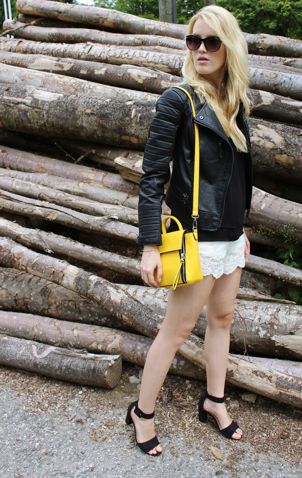 TheBlondeLion lace shorts crochet leatherjacket Lederjacke Mango  Stradivarius ShopCharade 55f3afc9cd