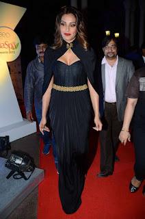 Actress Bipasha Basu Latest Stills in Black Long Dress at Geospa Asiaspa Awards 2016  0002