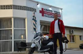Με μηχανή που αγόρασε με δικά του έξοδα σώζει ζωές στη Χαλκιδική