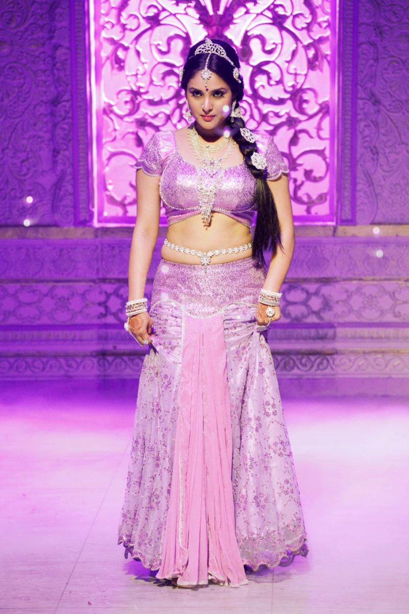 Cute divya spandana in pink saree