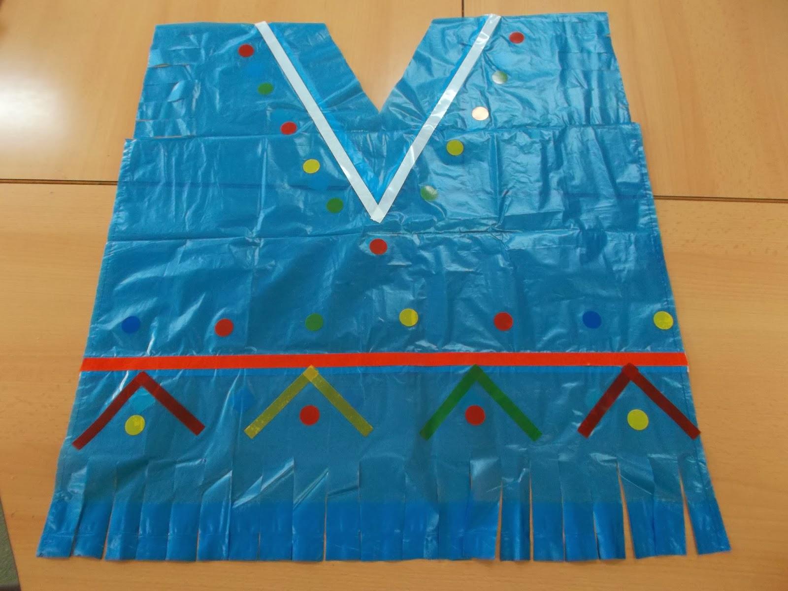 Disfraz escolar de indio con bolsa de basura for Como pegar plastico
