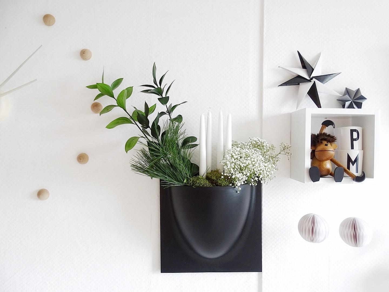 Adventskranz-Gesteck für die Wand - 12 DIY-Nachmach-Ideen, Deko-Inspirationen und Rezepte für den November - https://mammilade.blogspot.de