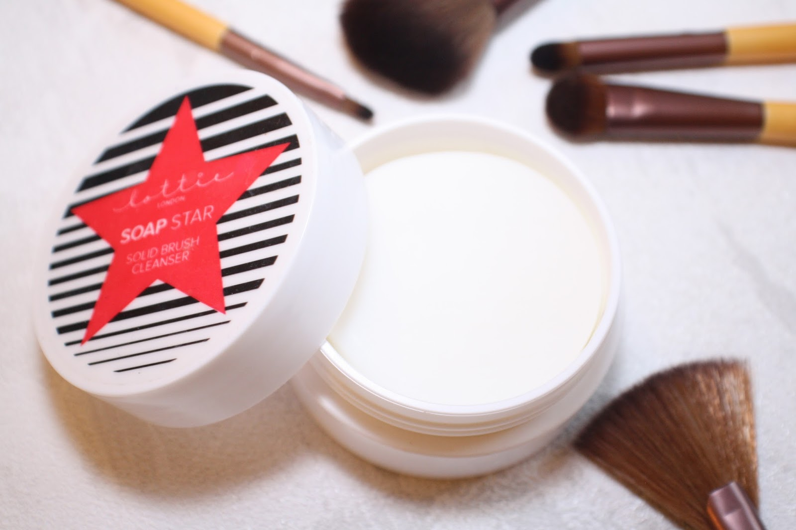 lebellelavie - Lottie Soap Star Solid Brush Cleanser