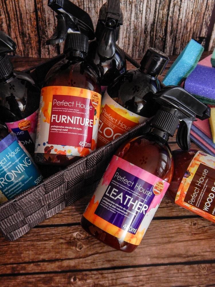 10 barwa perfect house kosmetyki do pielęgnacji domu porady na wiosenne porządki perfumowana woda do prasowania recenzja melodylaniella płyn do mycia podłóg specyfiki do mebli do czyszczenia do sprzątania skóry