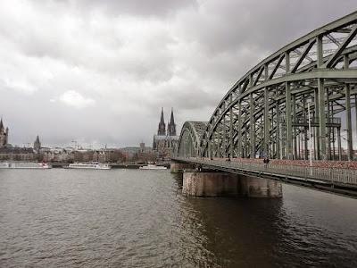 Vista da cidade de Colônia (Ponte, Rio Reno e Catedral ao fundo). Conhecendo um pouco da história de Colônia, Alemanha.