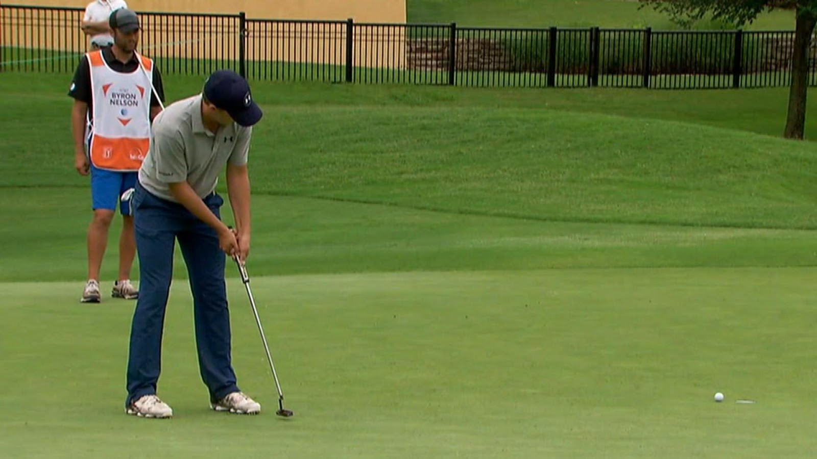 Jordan Spieth putts left hand low but should you? GOLF  - jordan spieth putter grip
