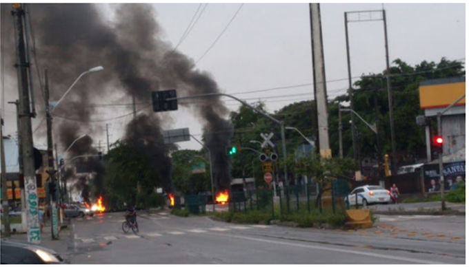 Manifestantes bloquearam trecho na avenida Bernardo Vieira em Natal/RN