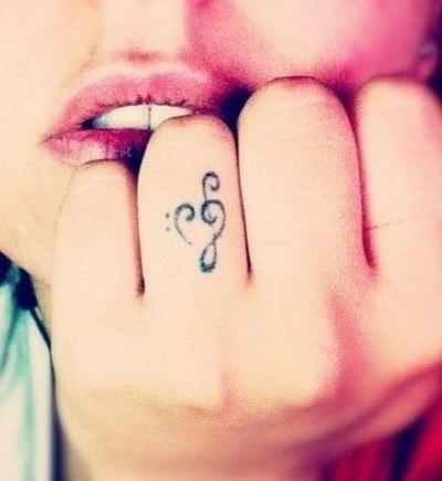 Música desenhos de tatuagem, olhar como anel