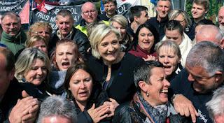 ΓΑΛΛΙΑ: Η εργατιά ψηφίζει Λεπέν. Η αποθέωση της Marine, η «νίλα» του Μακρόν και οι μάσκες της Αριστεράς