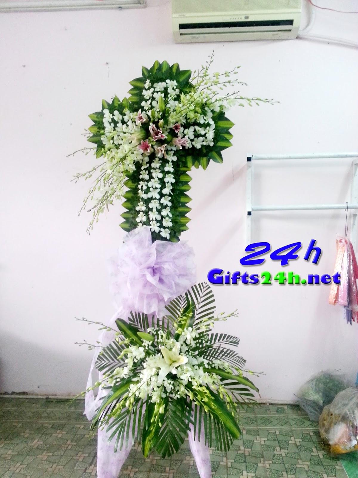 Ý nghĩa phúng điếu của vòng hoa đám tang trong tâm thức \u201clễ nghĩa\u201d của người Việt