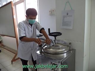 Sterilisasi panas basah menggunakan autoklaf