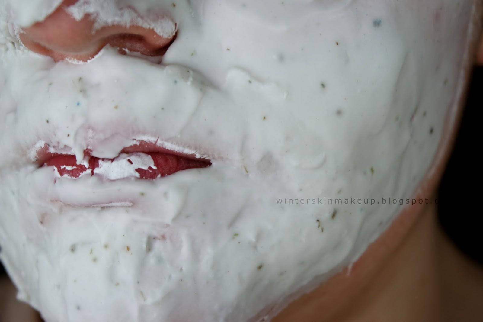Lindsay Modeling Mask