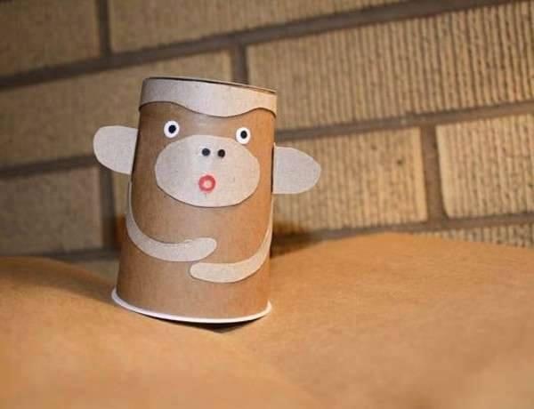 Ide membuat kerajinan dari gelas yogurt untuk anak-anak berbentuk boneka kera